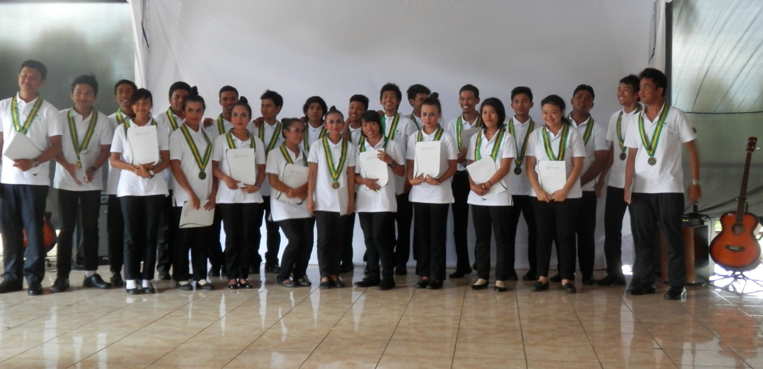 24 outgoing students from Karuna Bali in July 2013